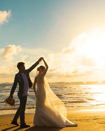 王先生和张女士的三亚婚纱照_三亚婚纱摄影主题婚纱照